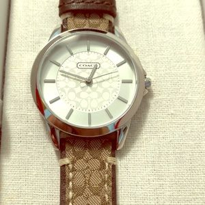 Coach Analog Quartz Watch leather band never worn